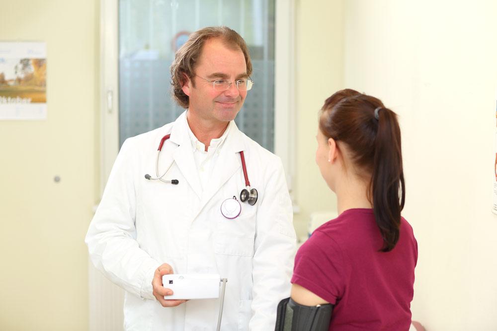 Dr. Andreas Krukenberg und Patientin